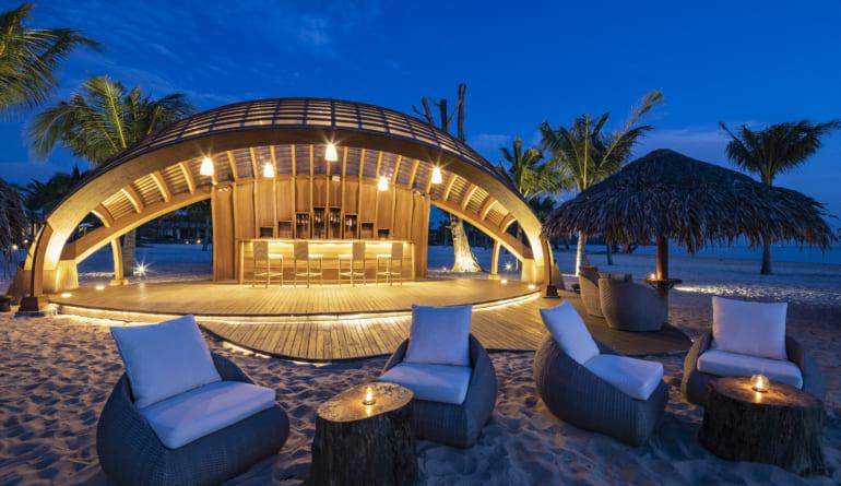 Beach-bar-fusion-resort-phu-quoc