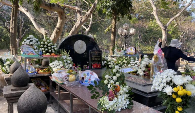 Mộ Nữ anh hùng Liệt sỹ Nghĩa trang Hàng Dương