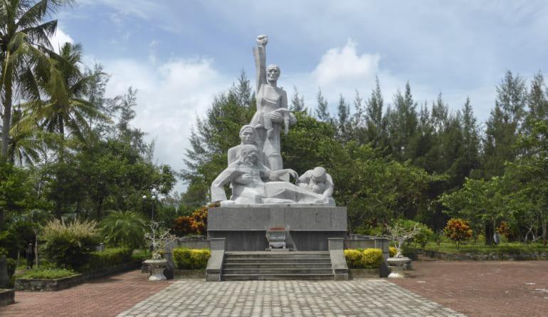 Monument_of_the_My_Lai_Massacre_(2)